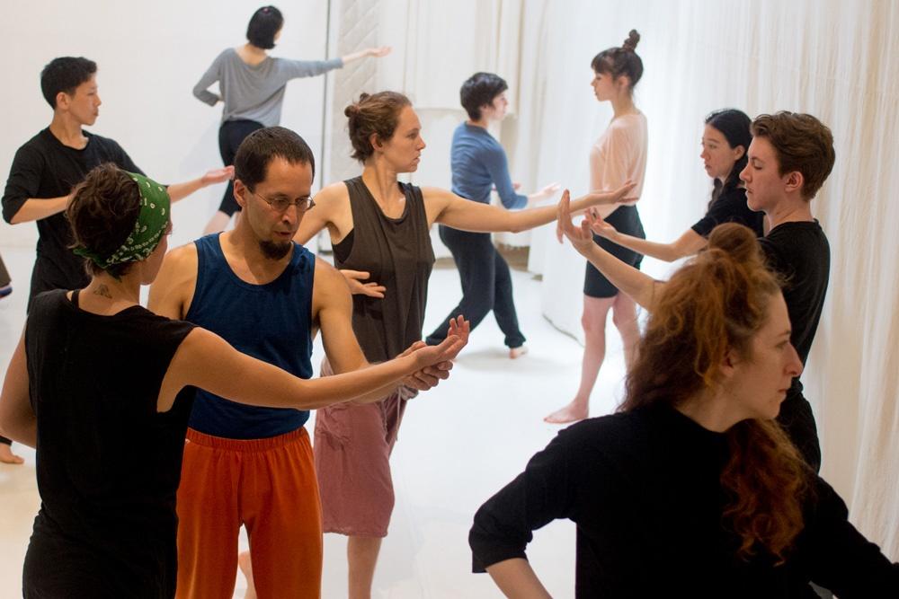 Tanz- und Bewegungstrainings mit Shinichi Iova-Koga